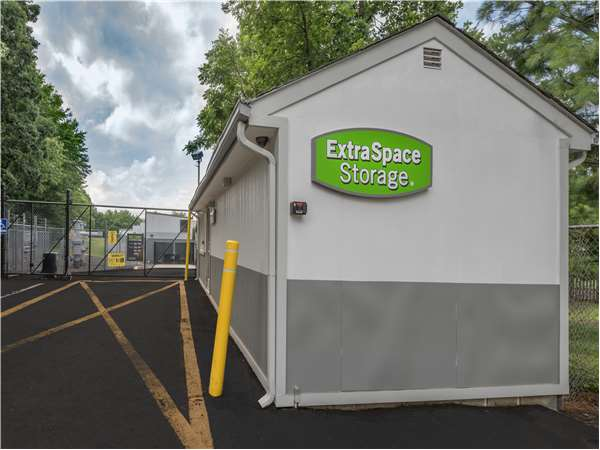 Image of Extra Space Storage Facility on 725 US-1 in Iselin, NJ