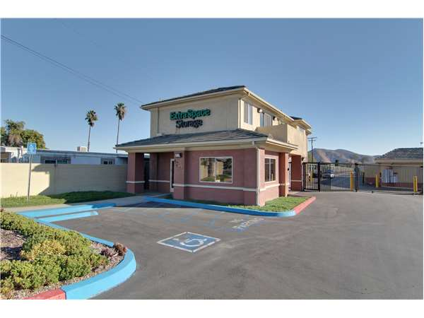 Image of Extra Space Storage Facility on 17197 Valley Blvd in Fontana, CA