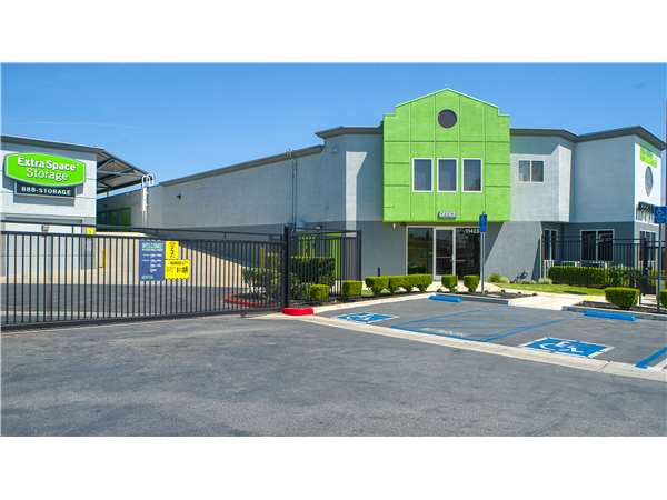 Gentil Entry To Extra Space Storage Facility Near Van Owen In North Hollywood, CA  ...