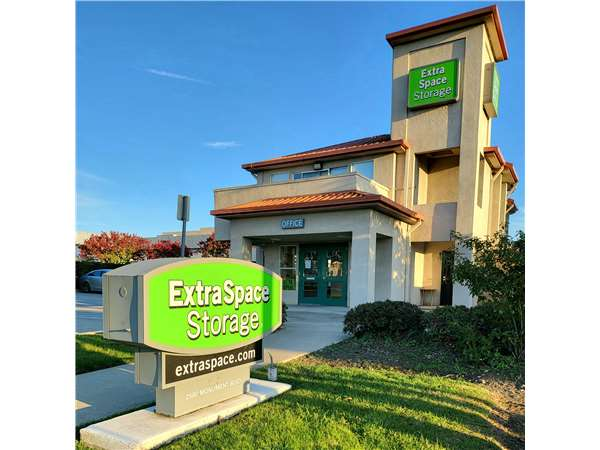 Image of Extra Space Storage Facility on 2580 Monument Blvd in Concord, CA