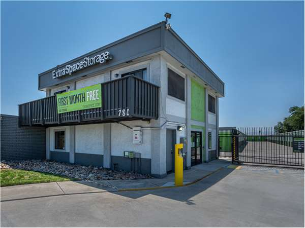 Image of Extra Space Storage Facility on 780 E 11th St in Tracy, CA