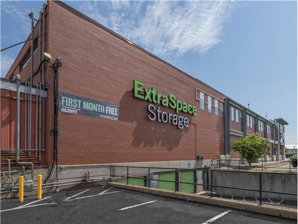Image of Extra Space Storage Facility on 14 McGrath Hwy in Somerville, MA