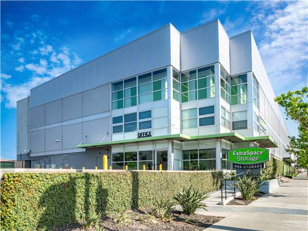 Image of Extra Space Storage Facility on 6033 S Central Ave in Los Angeles, CA