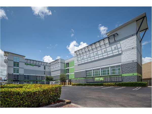 Image of Extra Space Storage Facility on 2995 Okeechobee Rd in Hialeah, FL