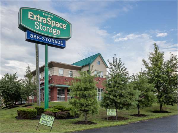 Image of Extra Space Storage Facility on 121 Mountain Rd in Pasadena, MD
