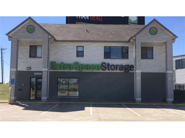 Image of Extra Space Storage Facility on 2255 N Hwy 360 in Grand Prairie, TX