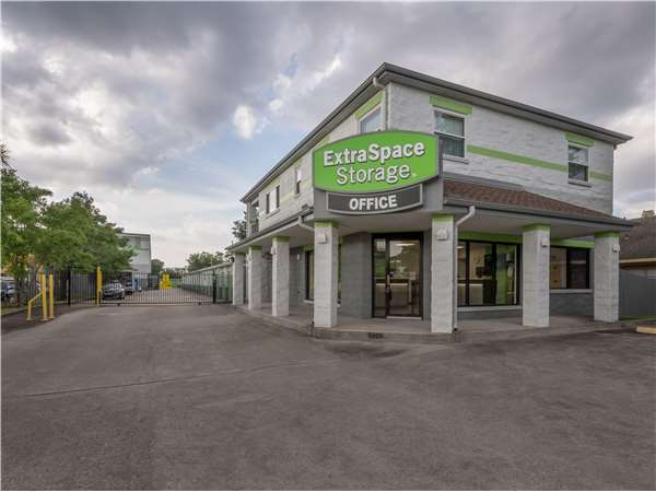 Image of Extra Space Storage Facility on 6005 Airline Dr in Metairie, LA