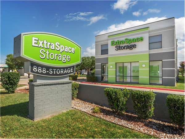 Image of Extra Space Storage Facility on 2416 Lakeview Pkwy in Rowlett, TX