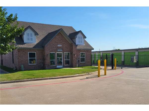 Image of Extra Space Storage Facility on 6501 W Plano Pkwy in Plano, TX