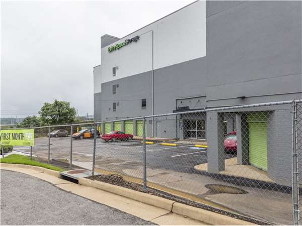 Image of Extra Space Storage Facility on 35 S Dove St in Alexandria, VA