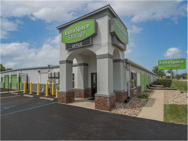 Image of Extra Space Storage Facility on 707 E McKinley Ave in Mishawaka, IN