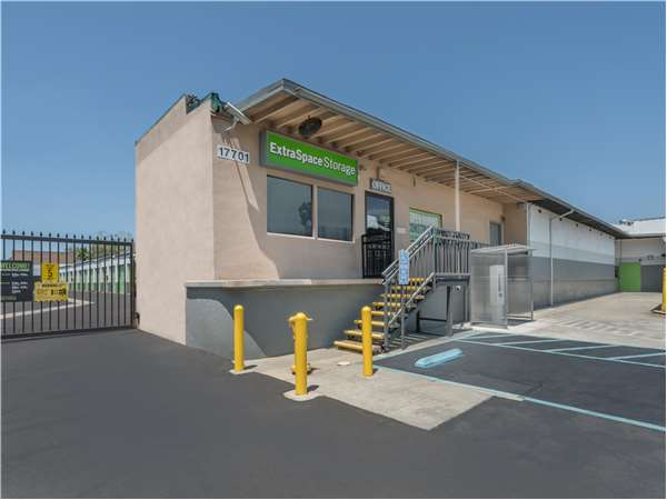 Image of Extra Space Storage Facility on 17701 Ibbetson Ave in Bellflower, CA