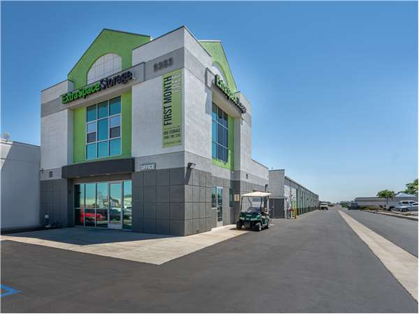 Image of Extra Space Storage Facility on 9353 Mariposa Rd in Hesperia, CA