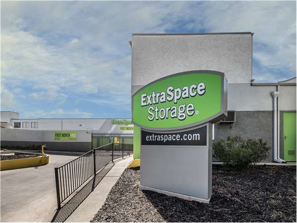 Image of Extra Space Storage Facility on 401 Farnel Rd in Santa Maria, CA
