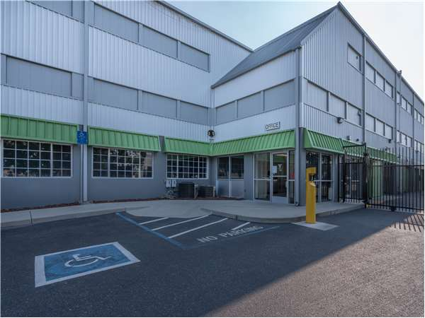 Image of Extra Space Storage Facility on 3510 Charter Park Dr in San Jose, CA