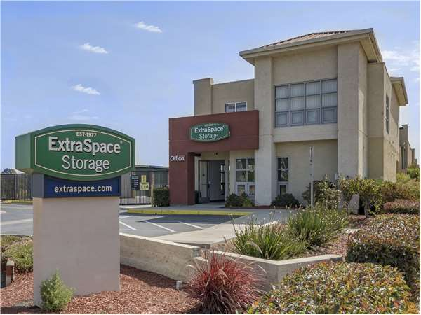 Elegant Image Of Extra Space Storage Facility On 1520 Willow Rd In Menlo Park, CA