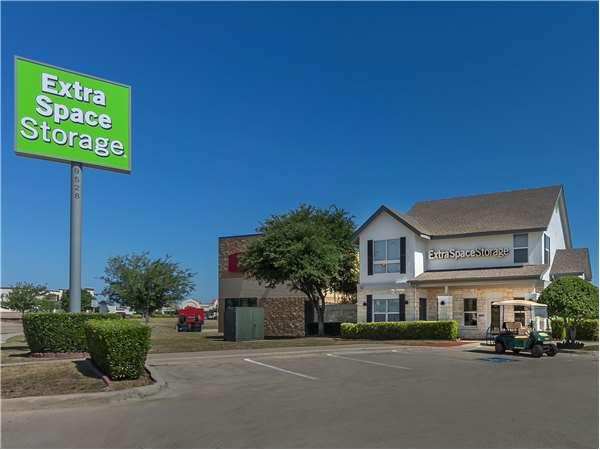 Image of Extra Space Storage Facility on 9528 White Settlement Rd in Fort Worth, TX