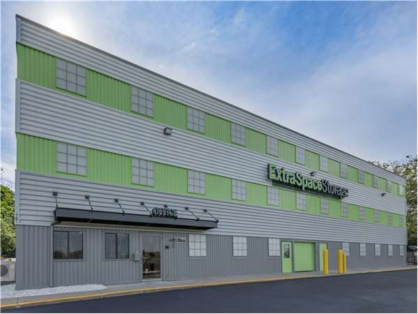 Image of Extra Space Storage Facility on 1701 Osgood St in North Andover, MA