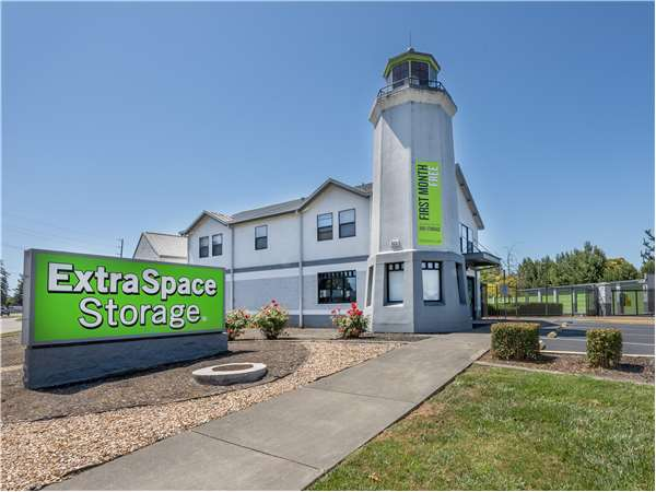 Image of Extra Space Storage Facility on 6635 Redwood Dr in Rohnert Park, CA