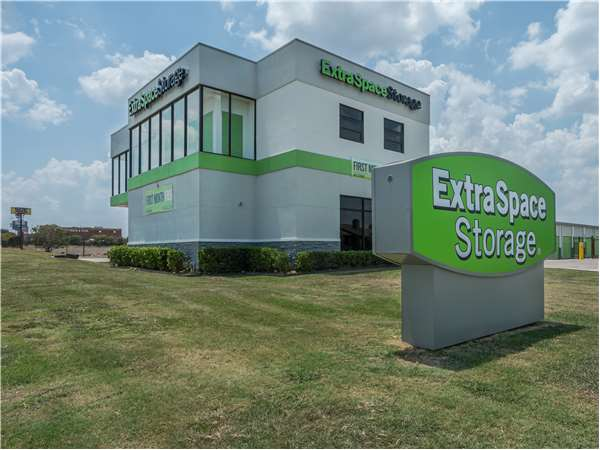 Image of Extra Space Storage Facility on 6750 Mandy Ln in Fort Worth, TX