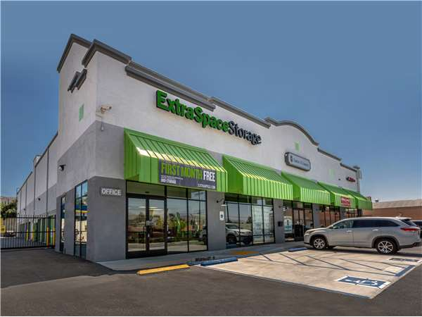 Image of Extra Space Storage Facility on 8250 Foothill Blvd in Sunland, CA