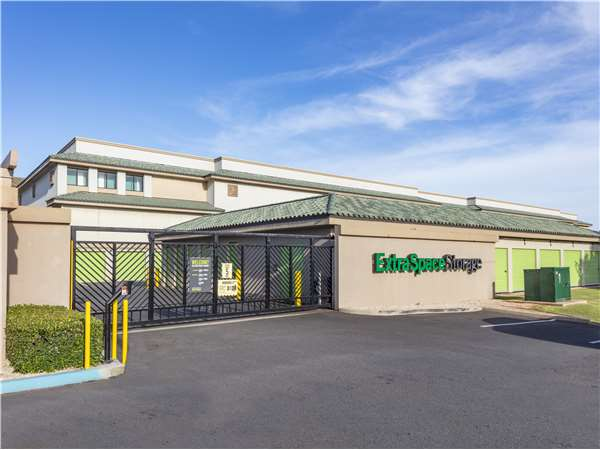 Image of Extra Space Storage Facility on 543 Farrington Hwy in Kapolei, HI
