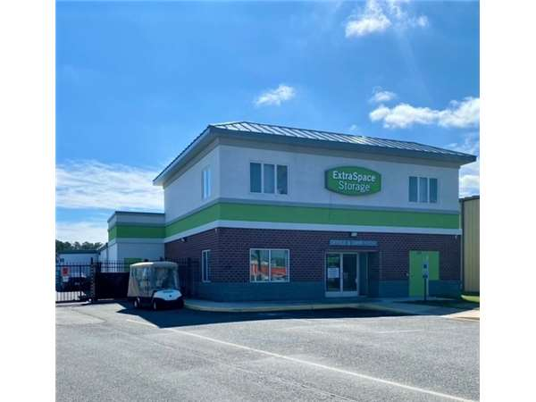 Image of Extra Space Storage Facility on 659 Woodlake Dr in Chesapeake, VA