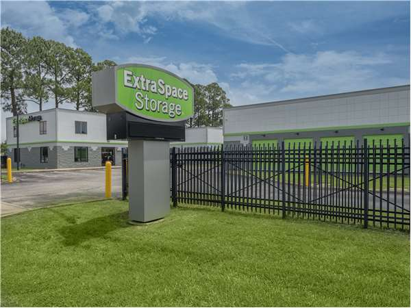 Image of Extra Space Storage Facility on 1141 W Pembroke Ave in Hampton, VA