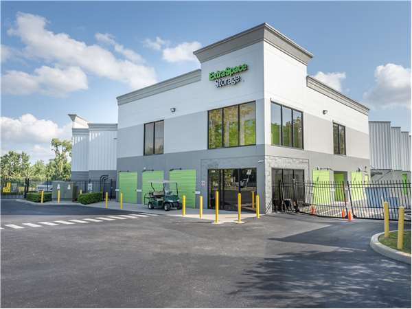 Image of Extra Space Storage Facility on 2930 US-98 in Lakeland, FL