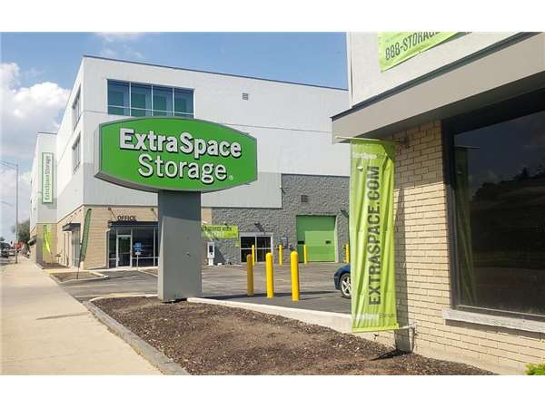 Image of Extra Space Storage Facility on 1301 Harlem Ave in Berwyn, IL