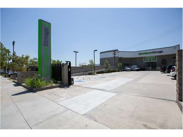 Image of Extra Space Storage Facility on 6527 San Fernando Rd in Glendale, CA