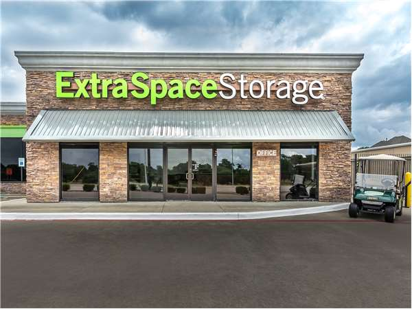 Image of Extra Space Storage Facility on 5104 14th St in Plano, TX
