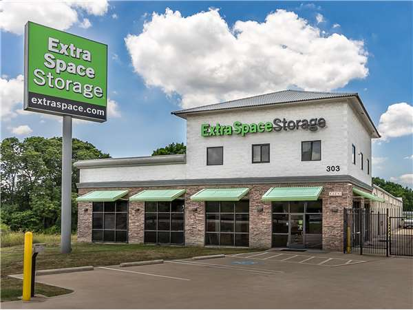 Image of Extra Space Storage Facility on 303 E Hwy 67 in Duncanville, TX