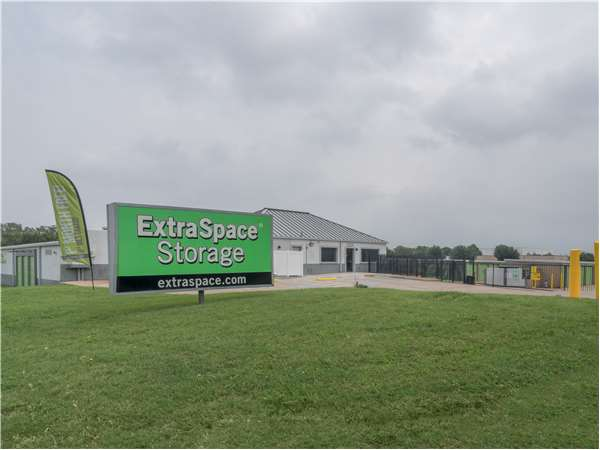 Image of Extra Space Storage Facility on 12100 Shiloh Rd in Dallas, TX