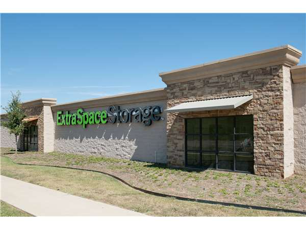 Image of Extra Space Storage Facility on 8111 US 287 Frontage Rd in Arlington, TX