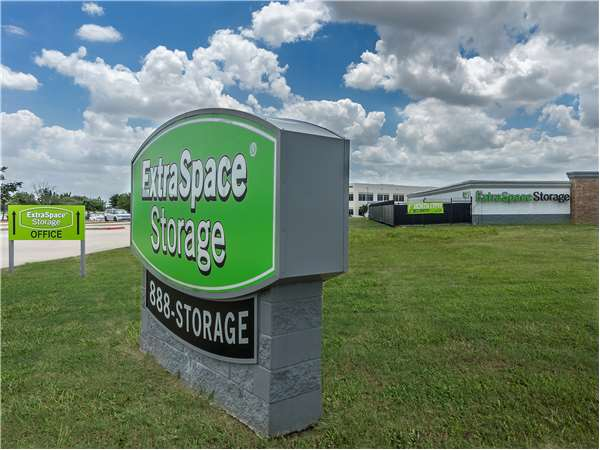 Image Of Extra Space Storage Facility On 4251 State Hwy 161 In Irving, TX