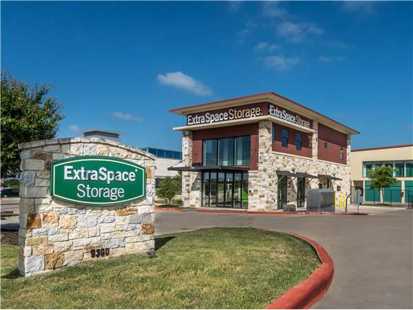Image of Extra Space Storage Facility on 9300 Brodie Ln in Austin, TX