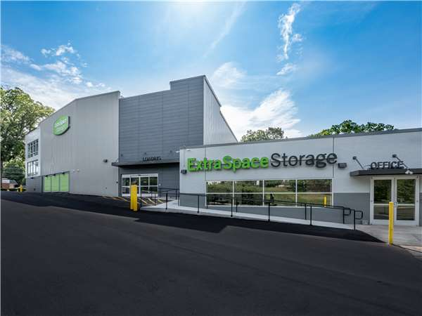 Image of Extra Space Storage Facility on 1350 N Wendover Rd in Charlotte, NC