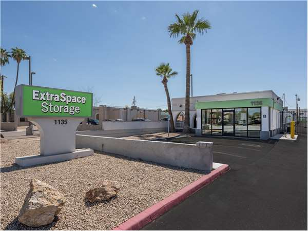 Image of Extra Space Storage Facility on 1135 W Broadway Rd in Tempe, AZ