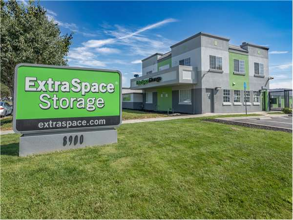 Image of Extra Space Storage Facility on 8900 Murray Ave in Gilroy, CA