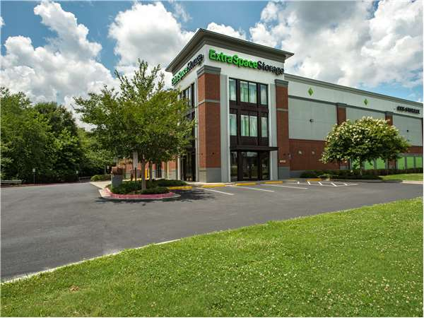Image of Extra Space Storage Facility on 3720 Tramore Pointe Pkwy in Austell, GA