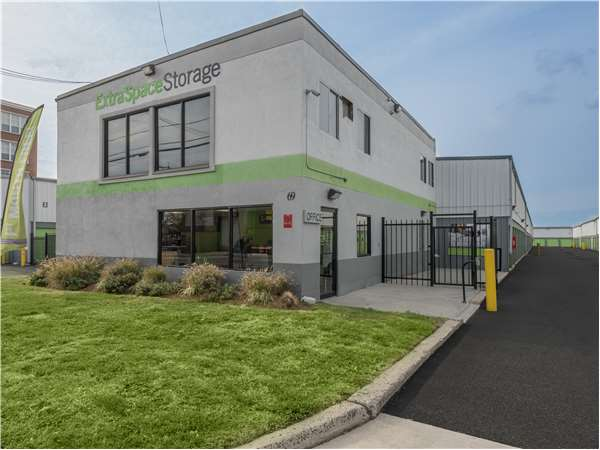 Image of Extra Space Storage Facility on 69 Mallory Ave in Jersey City, NJ