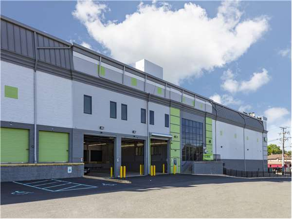 Image of Extra Space Storage Facility on 550 Main St in Fort Lee, NJ