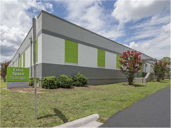 Image of Extra Space Storage Facility on 1201 Laurens Rd in Greenville SC  sc 1 st  Extra Space Storage & Self Storage Units at 1201 Laurens Rd Greenville SC | Extra Space ...