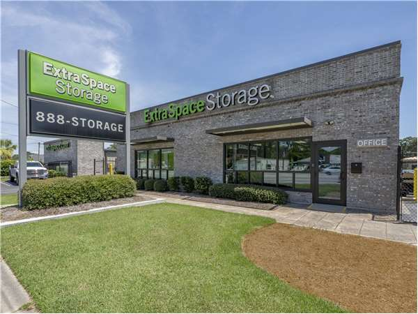Image of Extra Space Storage Facility on 2343 Savannah Hwy in Charleston, SC