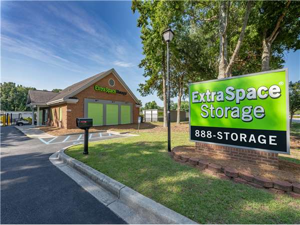 Image Of Extra Space Storage Facility On 1904 N Hwy 17 In Mt Pleasant, SC