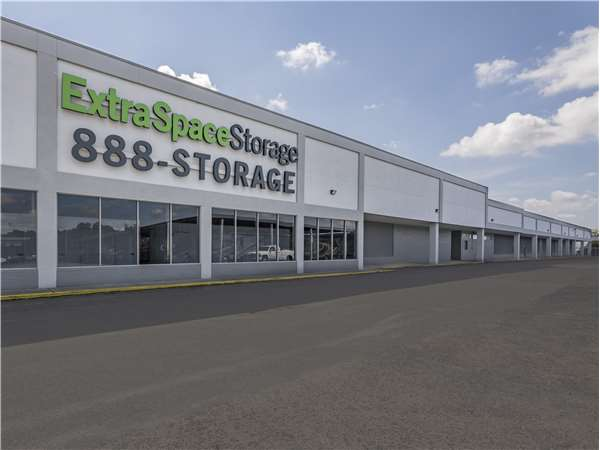 Image of Extra Space Storage Facility on 8850 Rivers Ave in North Charleston, SC