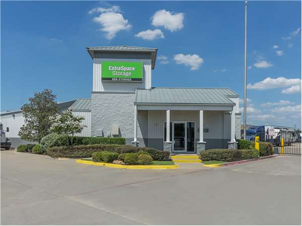 Image of Extra Space Storage Facility on 1975 W Northwest Hwy in Dallas, TX