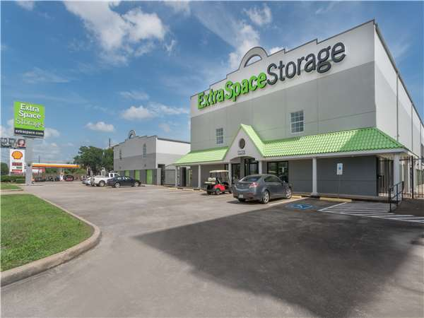 Image of Extra Space Storage Facility on 3535 Katy Fwy in Houston, TX