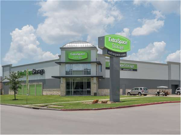 Image of Extra Space Storage Facility on 10015 N Eldridge Pkwy in Houston, TX